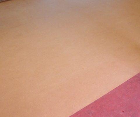 Kale linoleum vloer